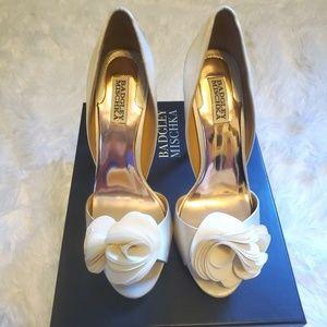 Badgley Mischka 9.5 Blossom heels w/ box